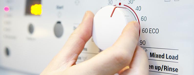 soluzioni per risparmiare sui consumi della lavatrice