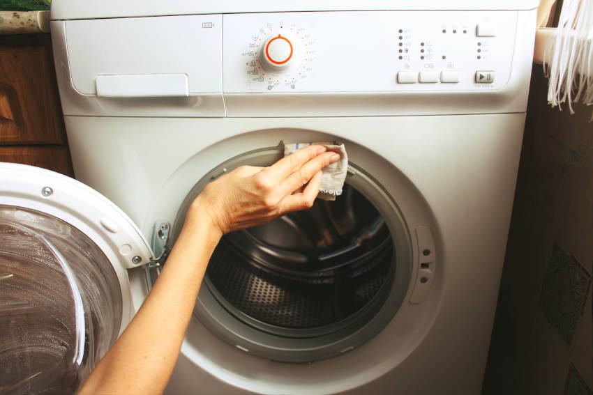 pulire l'oblo della lavatrice