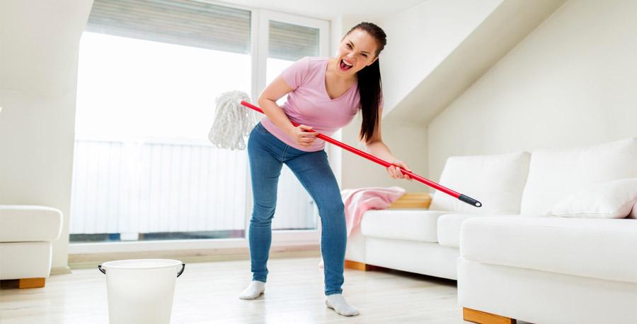 lavare il pavimento
