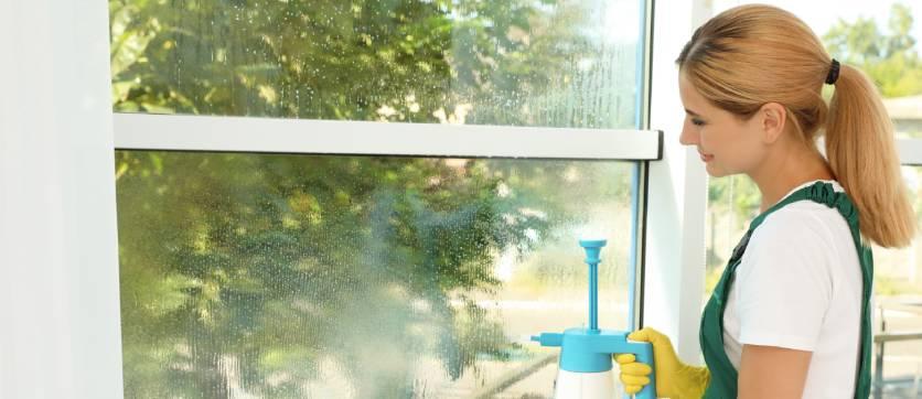 come lavare i vetri con i rimedi della nonna
