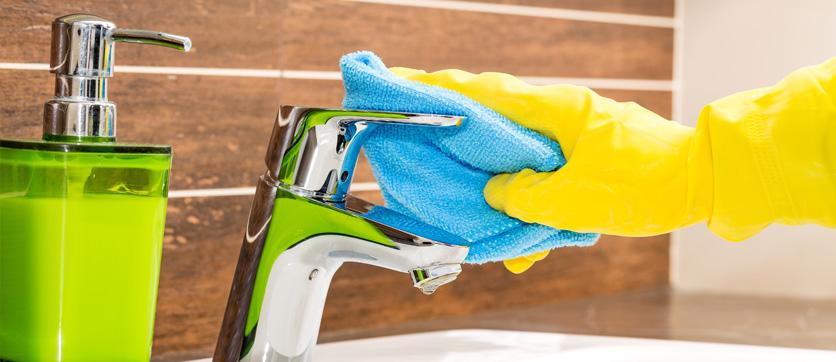 pulizia bagno e la rubinetteria