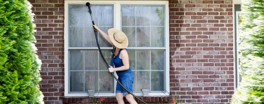 come pulire le zanzariere esterne