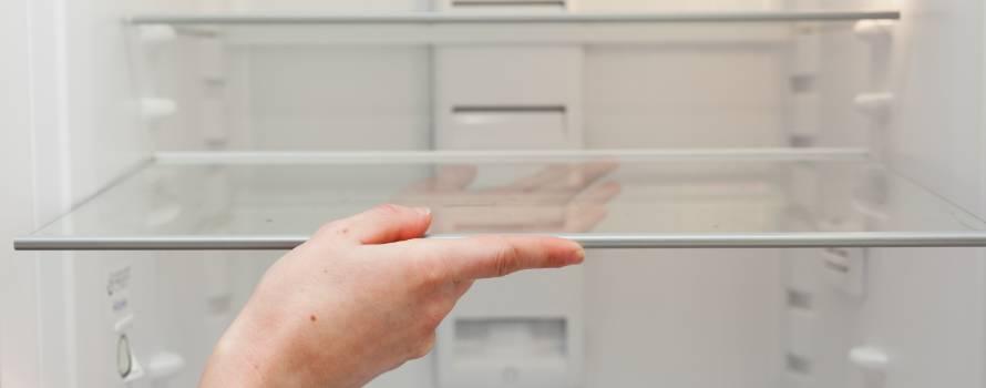 rimuovere tutte le parti del frigo