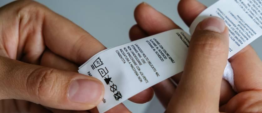 come leggere le etichette degli indumenti