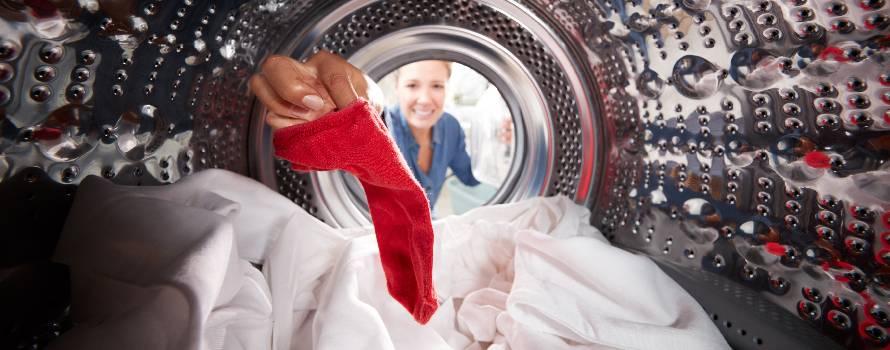 un errore da evitare, mischiare i colori dei capi nel lavaggio
