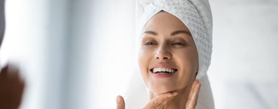 pulizia del viso con acqua ozonizzata