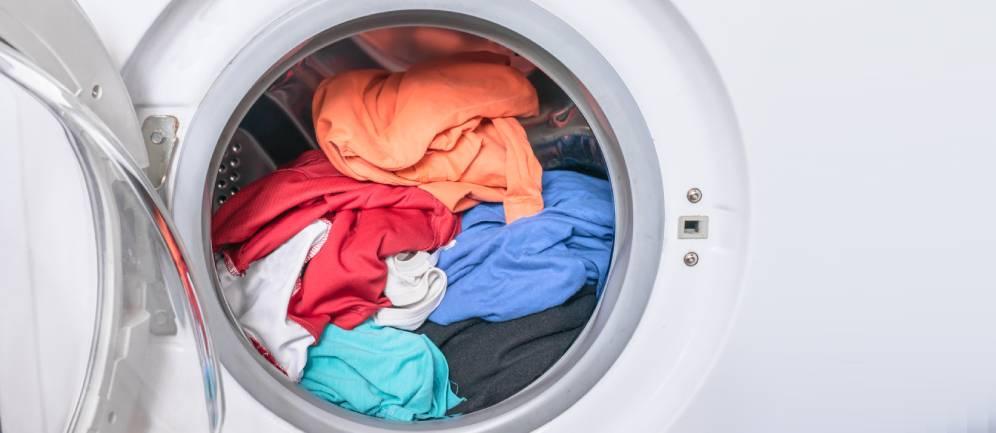 errori di bucato, bianchi e colorati insieme